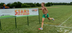 Tanner Newkirk sets the 5K course record – 0:16:50!